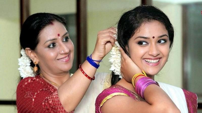 Keerthy Suresh with her mother Menaka