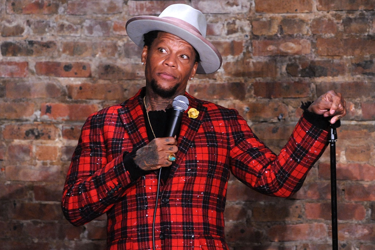 Comedian D.L. Hughley positive for coronavirus after collapse
