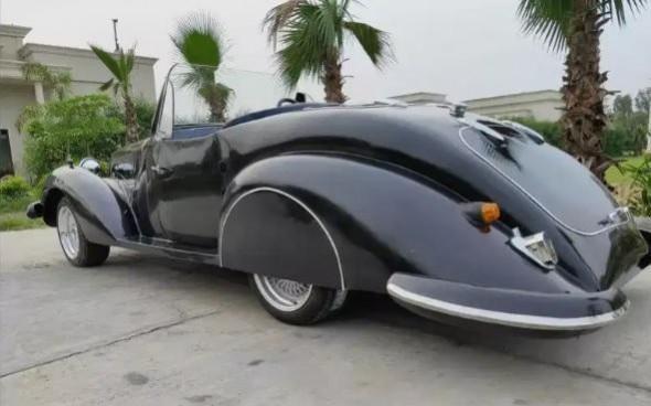 A classic car replica