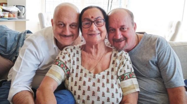 Anupam KHer, mother Dulari, brother Raju