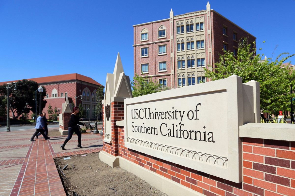 California couple agrees to guilty pleas in college admissions scam