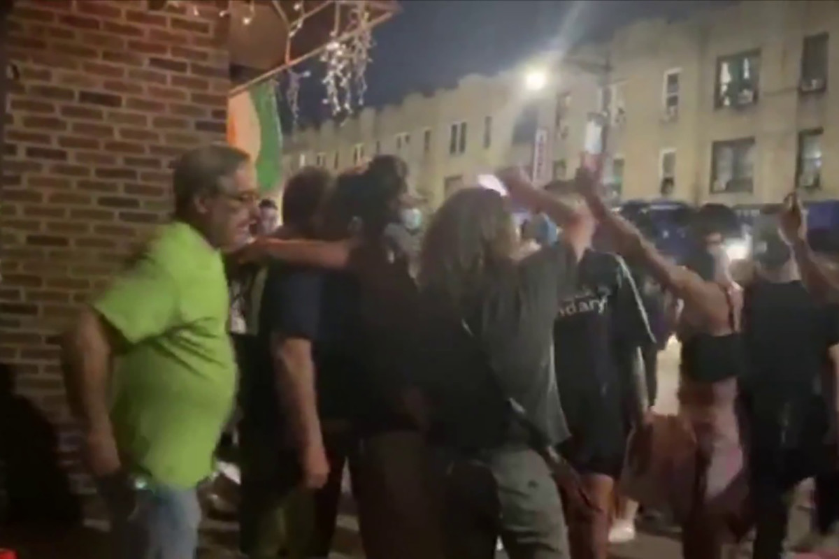 Cop supporters clash with BLM protesters in Bay Ridge, Brooklyn