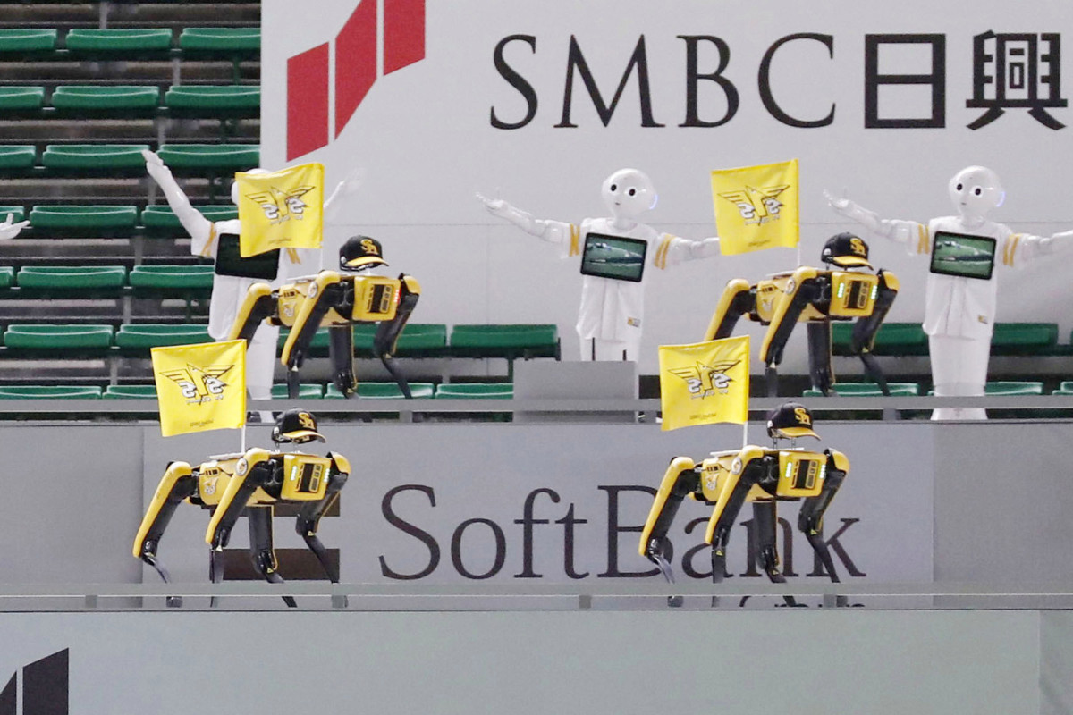 Dancing robots replace fans at Japanese baseball game