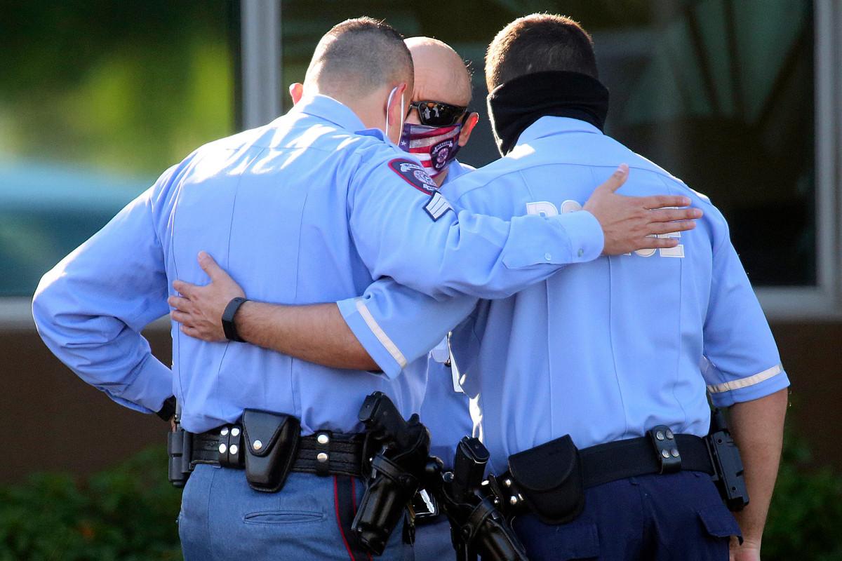 Daughter of Texas cop killed in ambush slammed for tweeting #bluelivesmatter