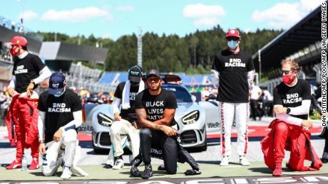 Lewis Hamilton kneels ahead the Austrian Prix, but six drivers chose not to kneel.