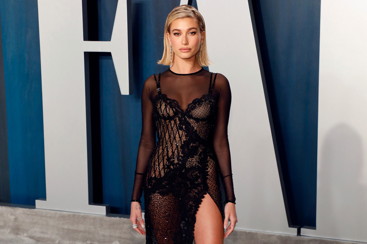 Hailey Baldwin apologizes after former hostess calls her 'not nice'