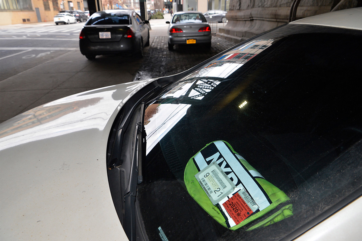 City Hall admits new budget dismantles unit for placard crackdown