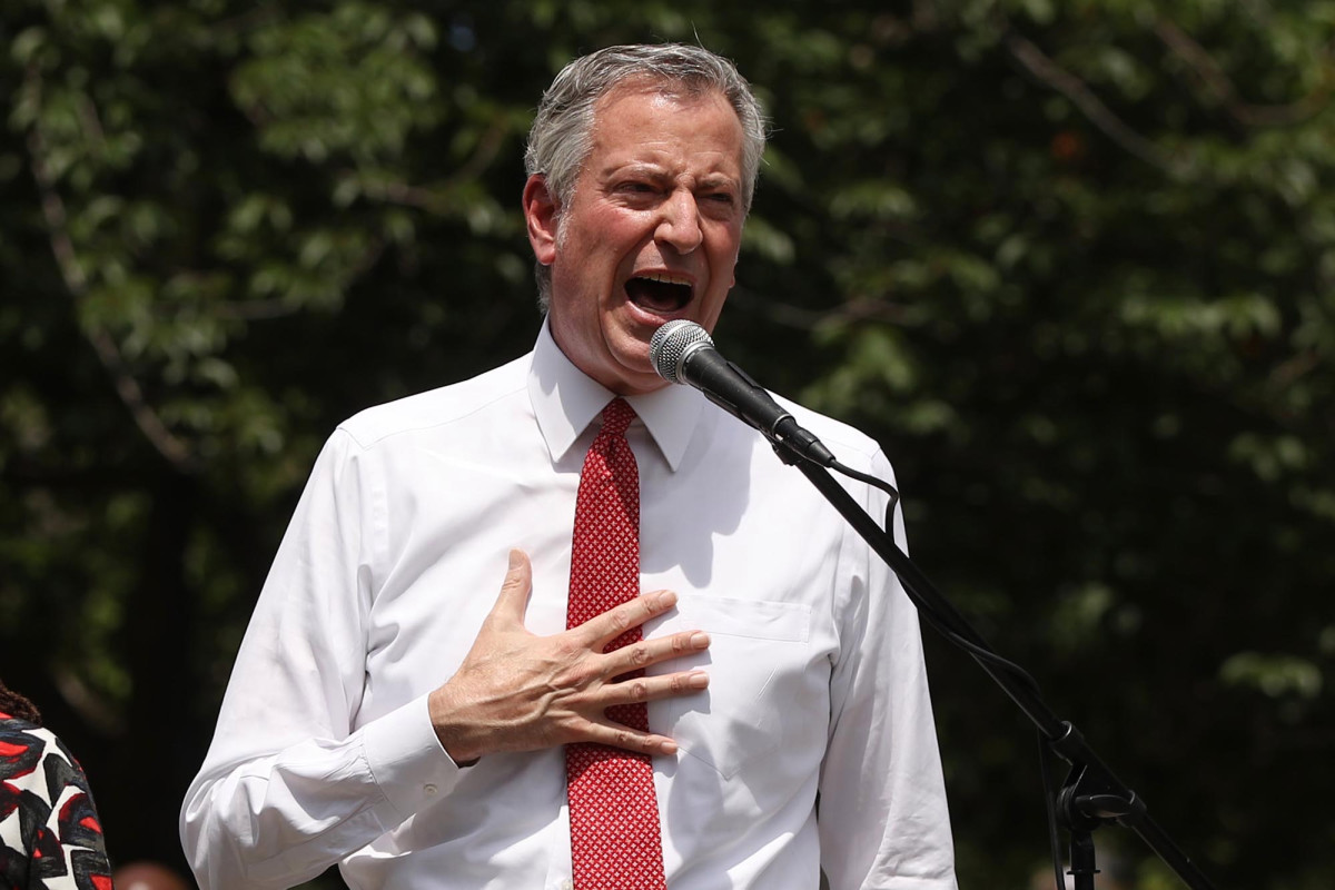 De Blasio defends NYC school reopening plan after Cuomo diss