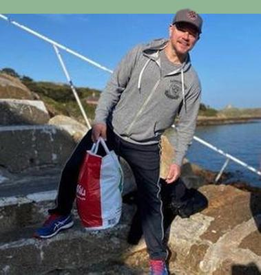 Matt Damon in Dalkey with his famous SuperValu bag.