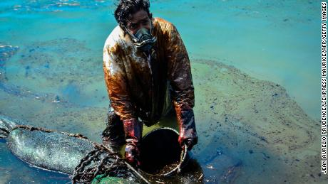 The ship that leaked oil into pristine Mauritian waters could break in two. That would be an environmental catastrophe
