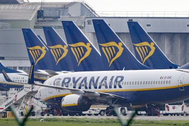 Passenger taken off flight after receiving positive Covid test result via text