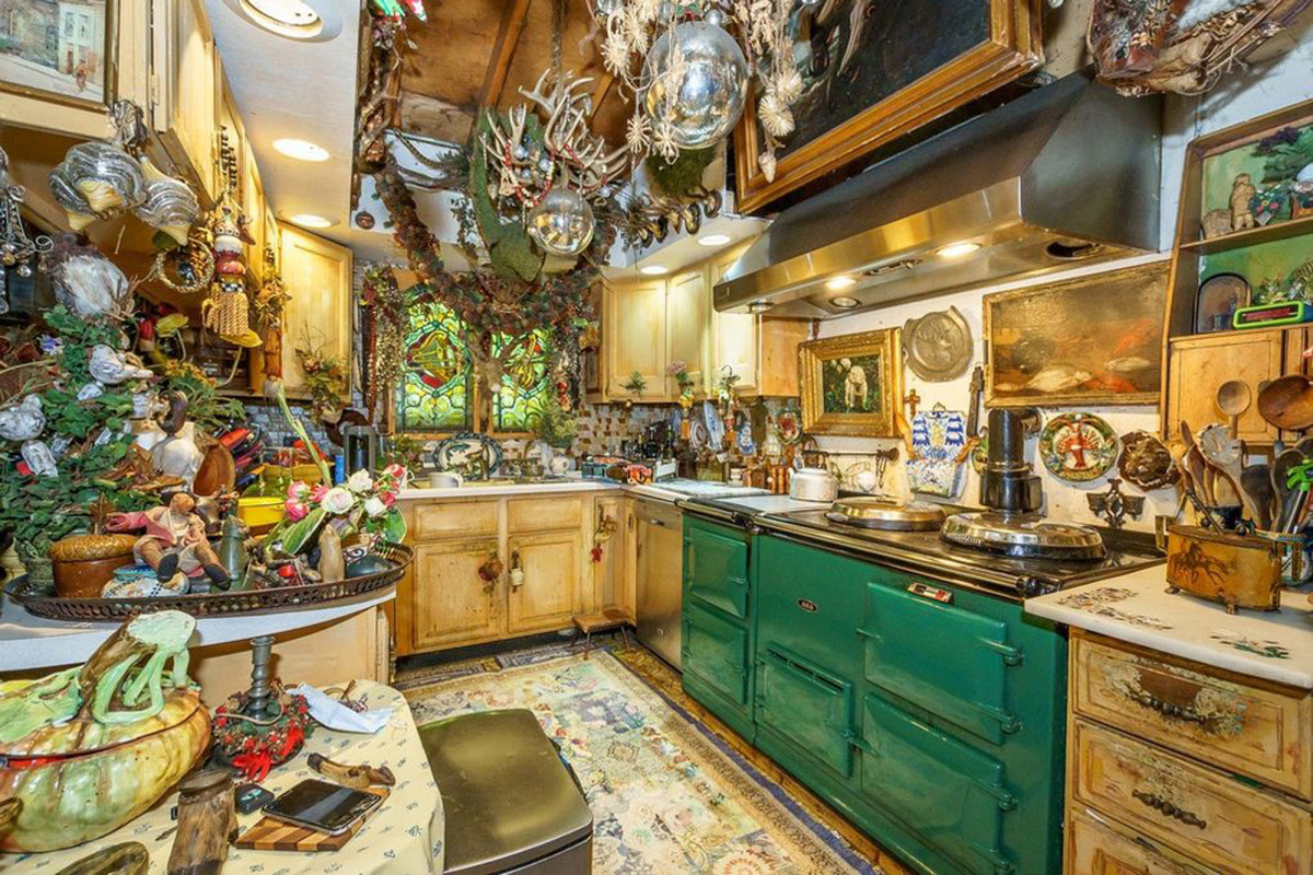 Whimsical, Hobbit-like Chicago home listed for less than $500K