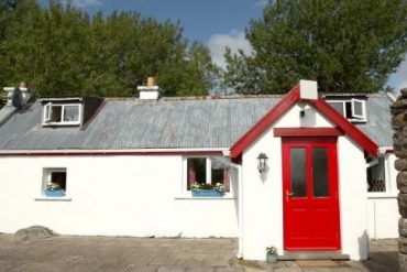 Woman who won 'dream' Mayo cottage for €50 looks forward to remote working