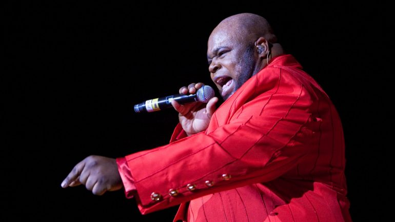 Former temptation singer Bruce Williamson has died after signing Covid-19