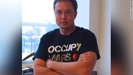 Musk, in a photo posted on his Instagram, said that SpaceX's & quot;  Capture Mars & quot;  T-shirts.