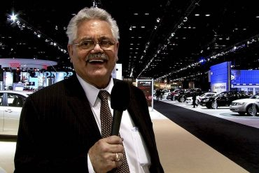 Iconic suburban auto dealer Bob Rohmann has died