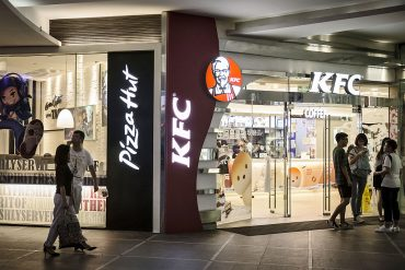 In the second listing, Yum China shares started trading in Hong Kong