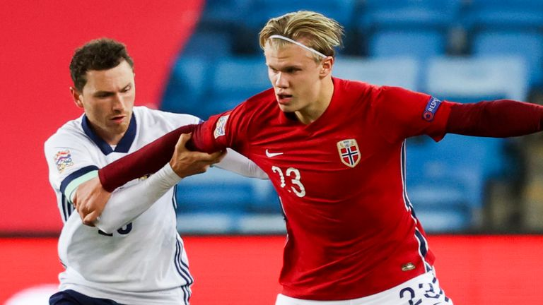 Striker Erling Holland catches the ball for the Norwegian attack in Oslo