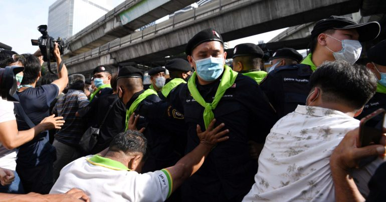 Thai protesters march in Bangkok despite emergency Thailand