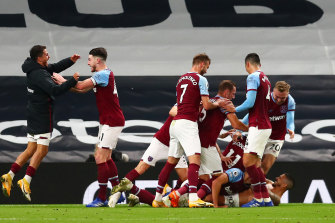 West Ham celebrate Manuel Lanzini's injury-time draw