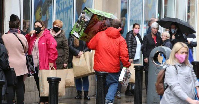 Corona virus latest: Dublin panic as shops line up six weeks before closure