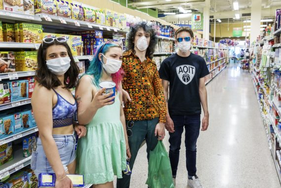 Wearing a mask in the US, but not keeping a social distance, a federal survey finds: Shots