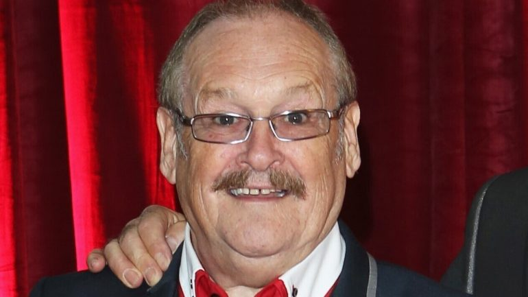 Comic Bobby Ball dies at 76 after being diagnosed with Kovid-19