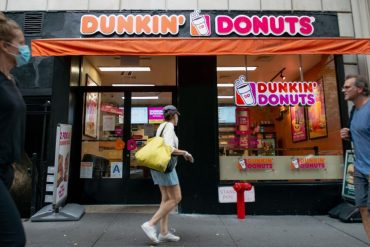 Dunkin's brands in discussion to go private