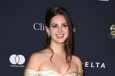 Lana Del Ray gets hot for wearing a mesh mask at her book signing