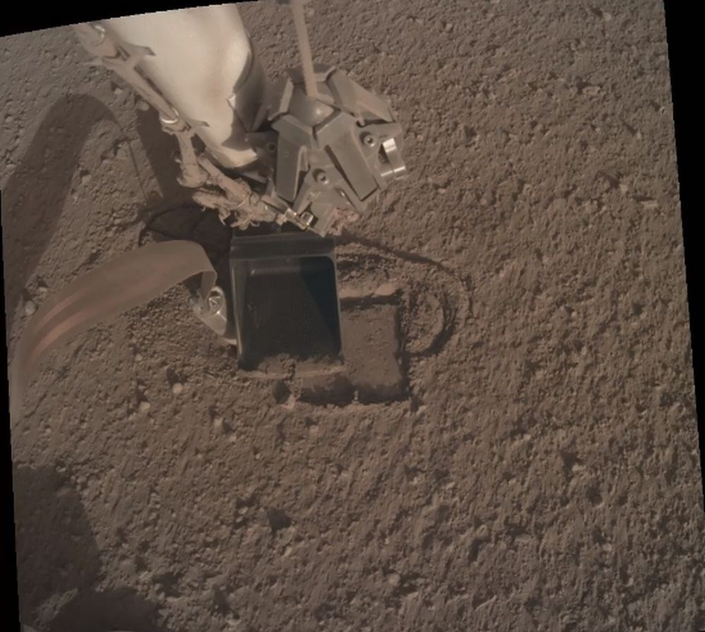 The scoop on the insight instrument arm puts pressure on the mole. Image Credit: NASA / DLR