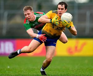 Rio O'Donoghue of Mayo challenges David Murray of Roscommon. Photo: Sports file