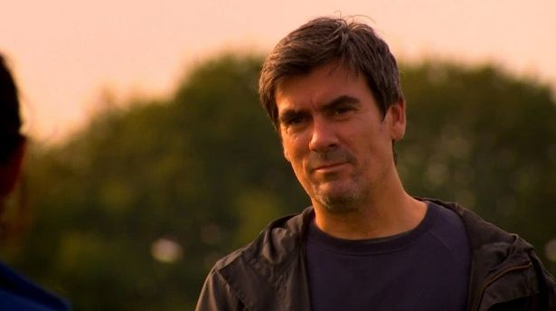 Jeff Hordley said people do not have to be close to film a relationship
