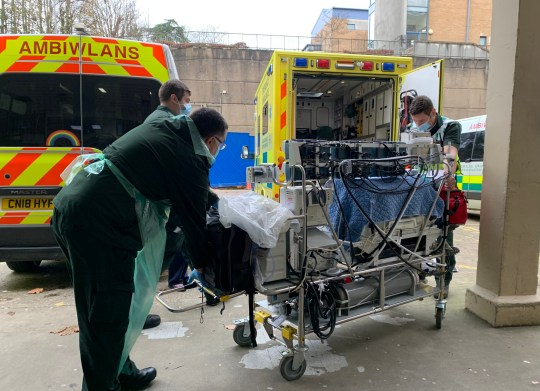 Newport - November 16: General view of the Welsh Ambulance Service in the process of transferring a baby in need of specialist care to Grange University Hospital, Photographer Emergency patient transport work, on November 16, 2020 in Newport, Wales. The 350-meter hospital will provide services including emergency, emergency, intensive care and major surgery to patients residing in Gwent and South Powes, South Wales. It opened 4 months ahead of schedule as the NHS faces a second wave of corona virus cases. (Photo Fair Fairclough / Getty Images)
