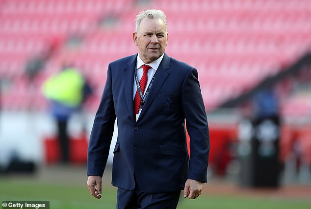 Wales coach Wayne Pivak is under pressure after leading the team to five consecutive defeats.