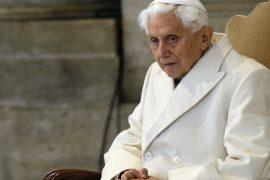 Benedikt XVI. bei einer Veranstaltung im Vatikan.