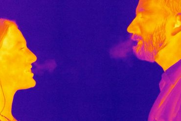 Corona virus through the air: Infrared video shows how the virus spreads through droplets