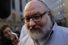Former spy Jonathan Pollard welcomes US detainee in Tel Aviv after 35 years