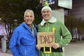 Guy recreates the scene from Elf and meets Daddy