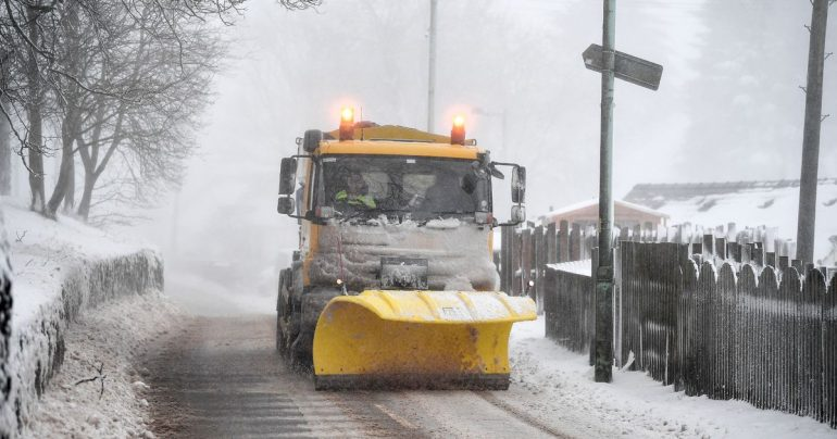 Lanarkshire Snow Troubles: Roads get blocked and school starts late