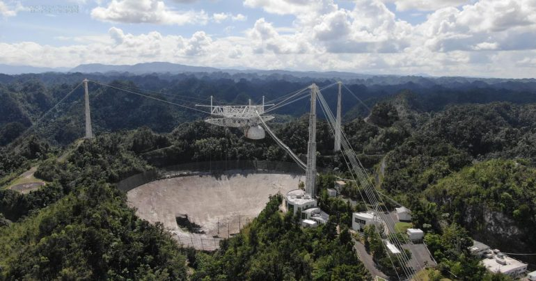 See the tragedy of the Arecibo Observatory captured by multiple cameras