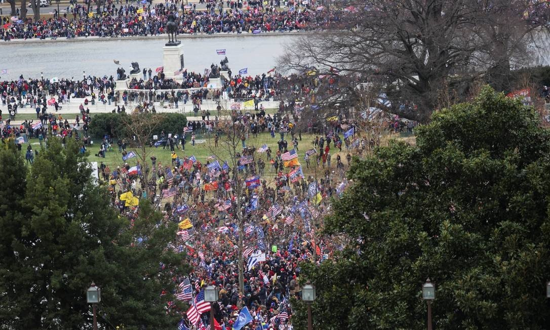 Trump supporters protest in front of US capital in Washington Photo: Jonathan ERNST / REUTERS