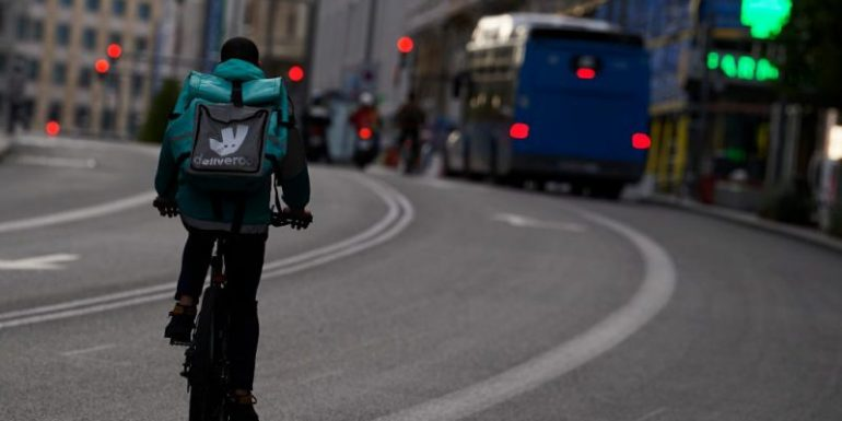 A Barcelona court has ruled that 748 Delivero riders are not self-employed but have employee ties to the company.