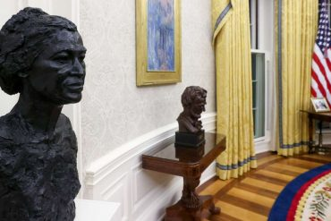 """The new decoration of the Oval Office tests the """"special relationship"""" between Washington and London"""