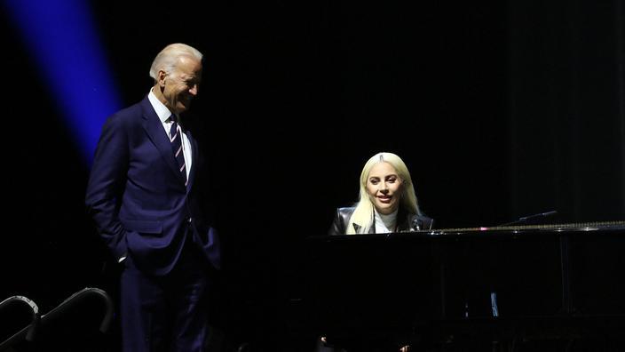 Joe Biden, encore vice-président, et Lady Gaga à Las Vegas en avril 2016.
