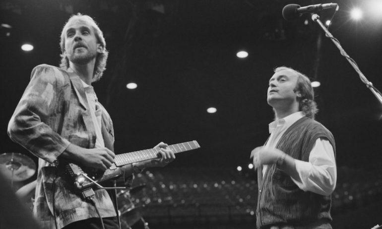 Mike Rutherford (g) et Phil Collins (dr), sur scène avec Genesis en 1986.