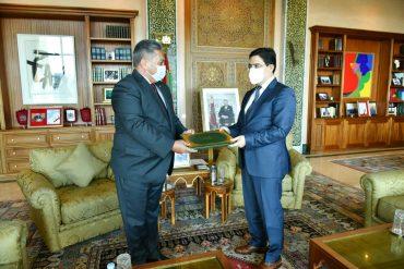 Nasser Borita welcomes new ambassadors to South Africa, Ireland and Rwanda