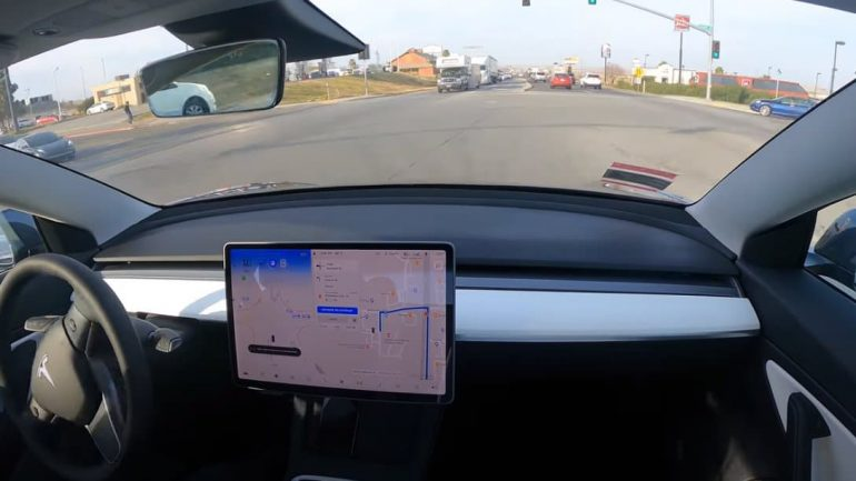 The Tesla travels 576 km without touching the steering wheel