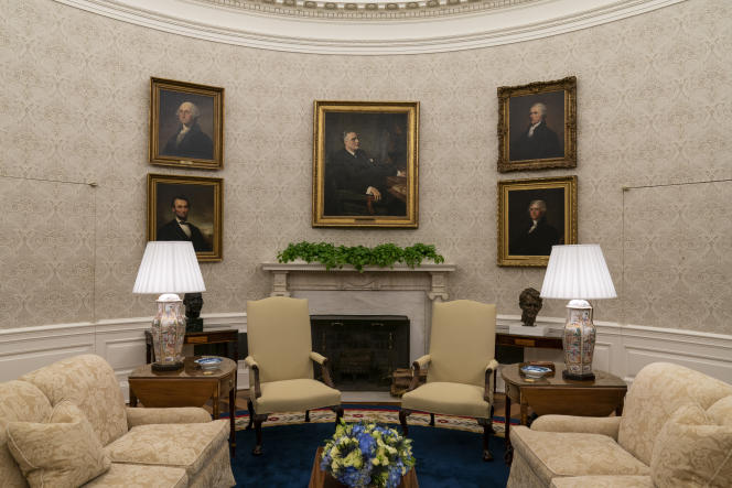 George Washington, Alexander Hamilton, Thomas Jefferson, and Abraham Lincoln were born in Franklin d.  Roosevelt's image rotated left and right.