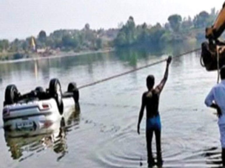 ahmednagar news: Google map: Awesome!  Maharashtra Times: A car died in a dam while following a Google map