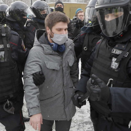 Russia protests Navalny detention: Thousands arrested, rebels' wife arrested, released